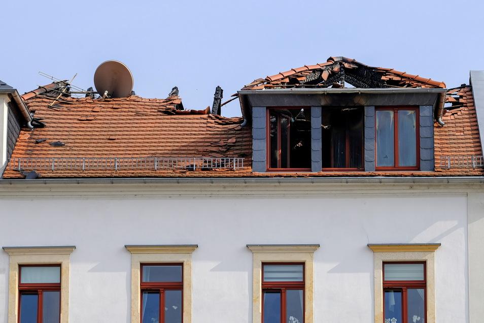 Das zerstörte Dach des Hauses am Markt 11.