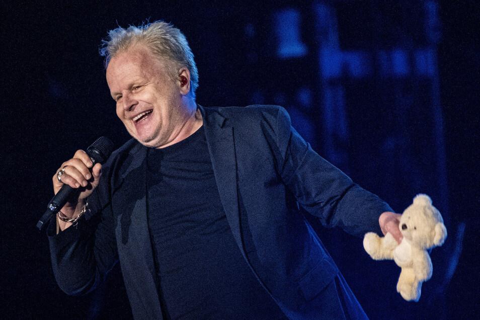 Mit Teddy auf der Bühne: Herbert Grönemeyer spielte am Dienstag in Dresden.