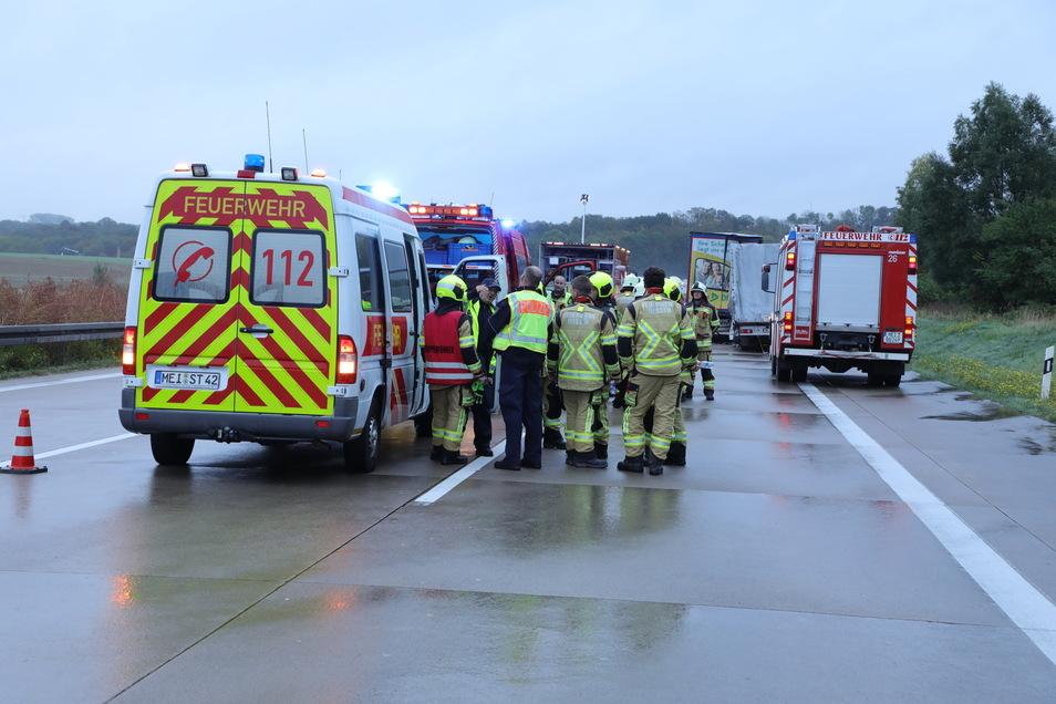 Nach Angaben eines Fotoreporters waren die Kameraden der Freiwilligen Feuerwehren aus Nossen, Deutschenbora, Starbach, Rothschönberg sowie Tanneberg im Einsatz.