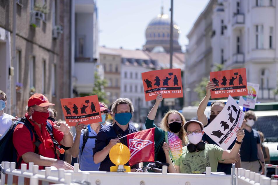 Der Protest der Corona-Leugner rief aber auch Gegendemonstrationen auf den Plan. .