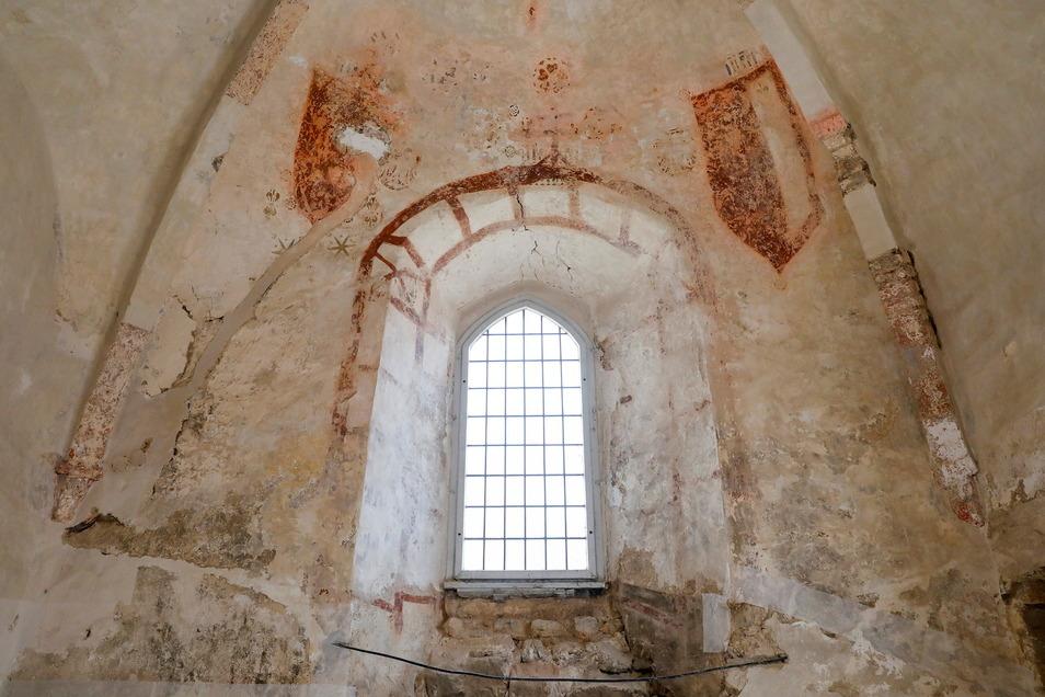 700 Jahre alte Wandmalereien und Wappenschilder sind wieder zum Vorschein gekommen. Sie werden nach der Sanierung restauriert. Auch die Fenster werden mit ihrem alten Glas erneuert.