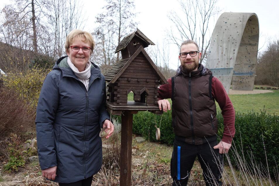 Carin Lau steht mit dem künftigen Mitarbeiter Jens Wagner im Gelände des Natur- und Freizeitzentrums Töpelwinkel. Wagner soll das Team verstärken und verjüngen.