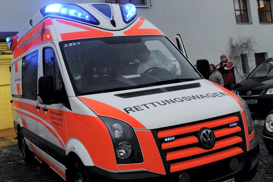 Ein Rettungswagen des DRK in Großenhain. In den Pandemie-Zeiten mussten die Fahrzeuge viel weniger zu akuten Herzinfarkt-Patienten ausrücken.