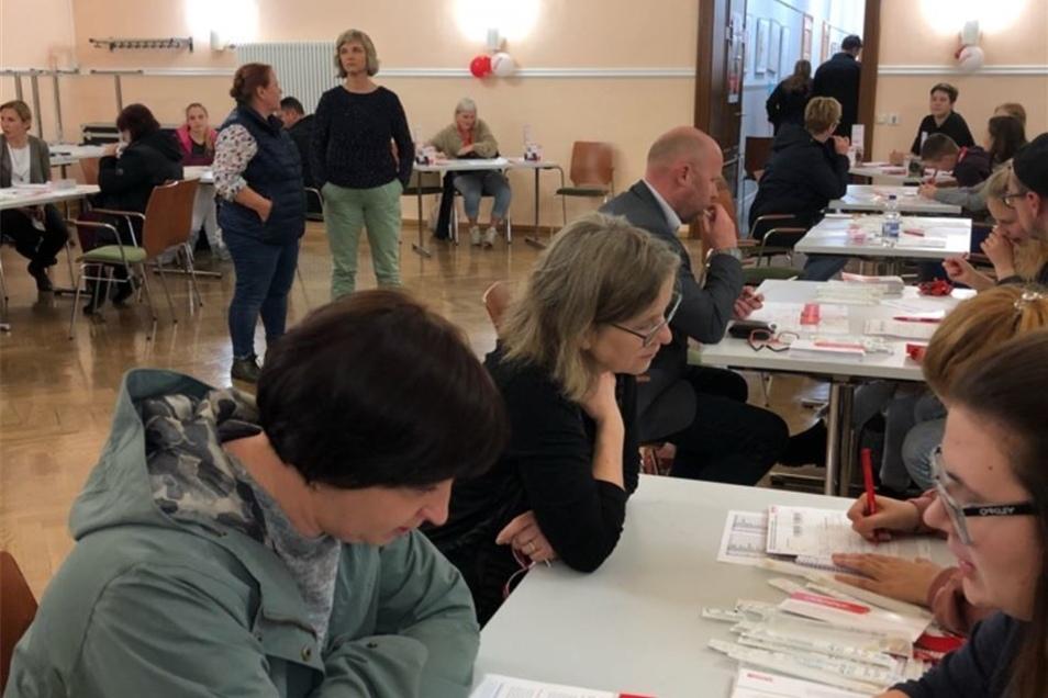 Fast 170 Menschen ließen sich am Montag in Großenhain typisieren.