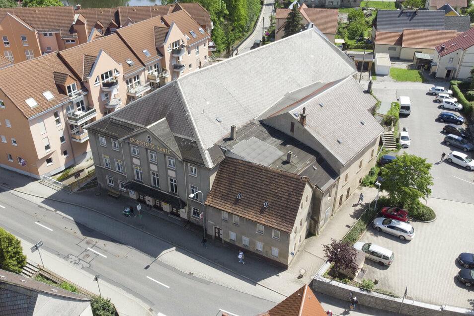 Die Kante von oben: Der Abriss des Gebäudes in Pulsnitz soll Ende des Jahres beginnen.