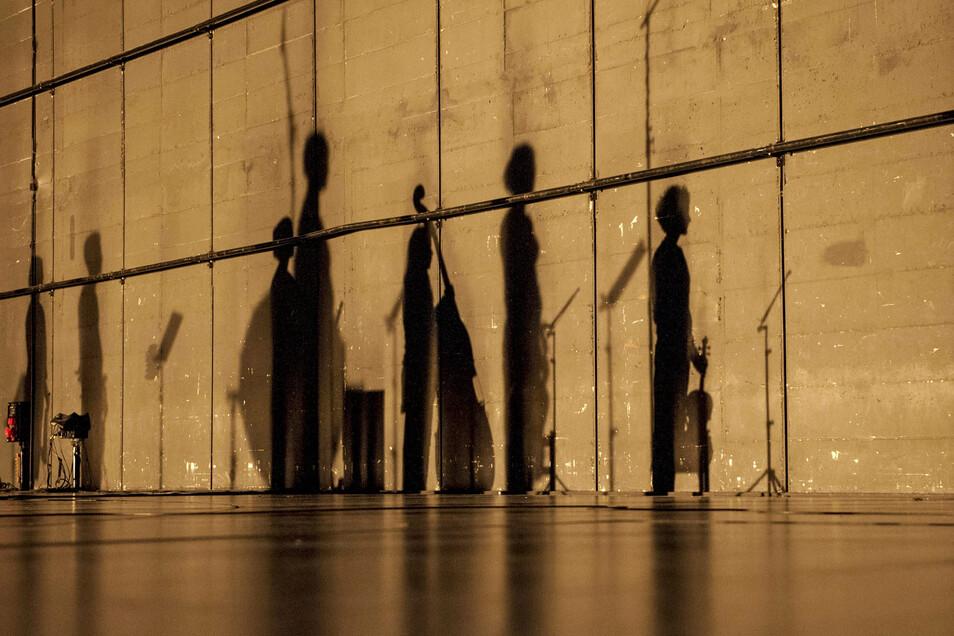 """Künstler des Solistenensembles Kaleidoskop präsentieren demnächst im Festspielhaus Dresden-Hellerau mit """"Abschied"""" eine Uraufführung – das Adagio aus Gustav Mahlers 9. Sinfonie wird klanglich und räumlich neu interpretiert."""