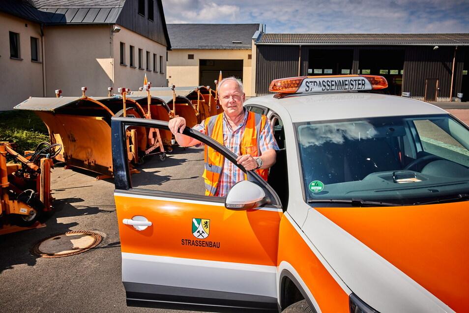 """""""Wir tun das Bestmögliche."""" Altenbergs Straßenmeister Michael Breiler braucht jede Saison im Schnitt 350 Tonnen Asphalt, um Löcher zu flicken."""