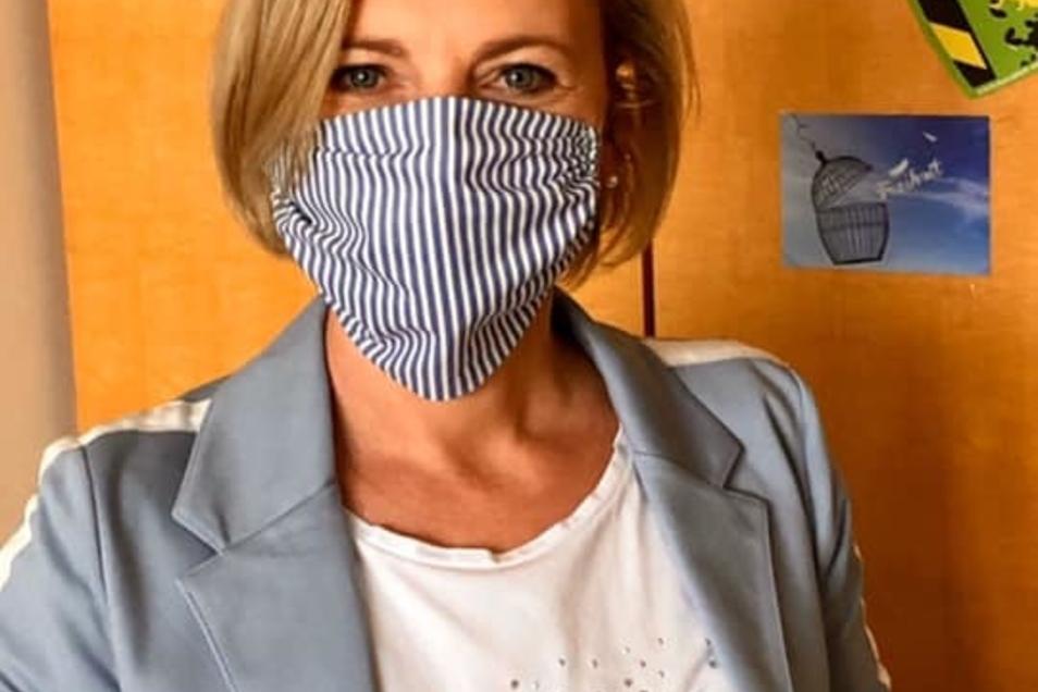 Vorbildlich mit Mundschutz: Die Meißner Landtagsabgeordnete Daniela Kuge. Einer ihren vielen Posts sorgte jetzt im Krisenstab des Landrates für Ärger.