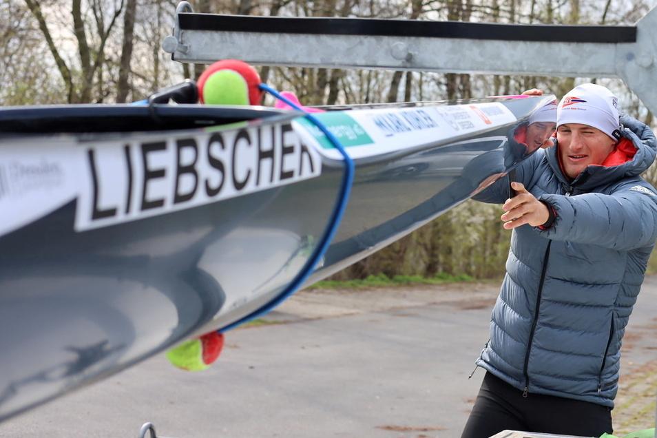 Tom Liebscher auf dem Weg zum Training. Eine etwaige Quarantäne-Pause, sagt der Kanu-Olympiasieger, könne er sich jetzt nicht leisten.