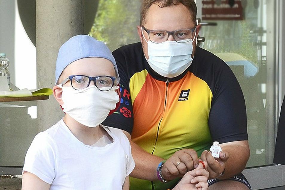 Andreas Führlich brachte am Freitag Mut und Mutperlen auf die Kinderkrebsstation im Dresdner Uniklinikum.