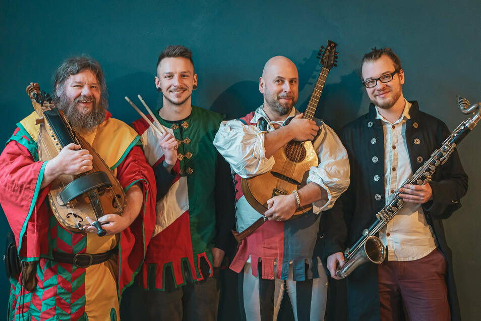 Schon mehrfach hat Max von Gluchowe (dritter von links) mit seiner Combi Pampatutti beim Döbelner Heimatfest mit mittelalterlicher Musik die Zuschauer verzaubert. Auch im kommenden Jahr will er das wieder tun. Allerdings hat er dann das hauptberufliche D