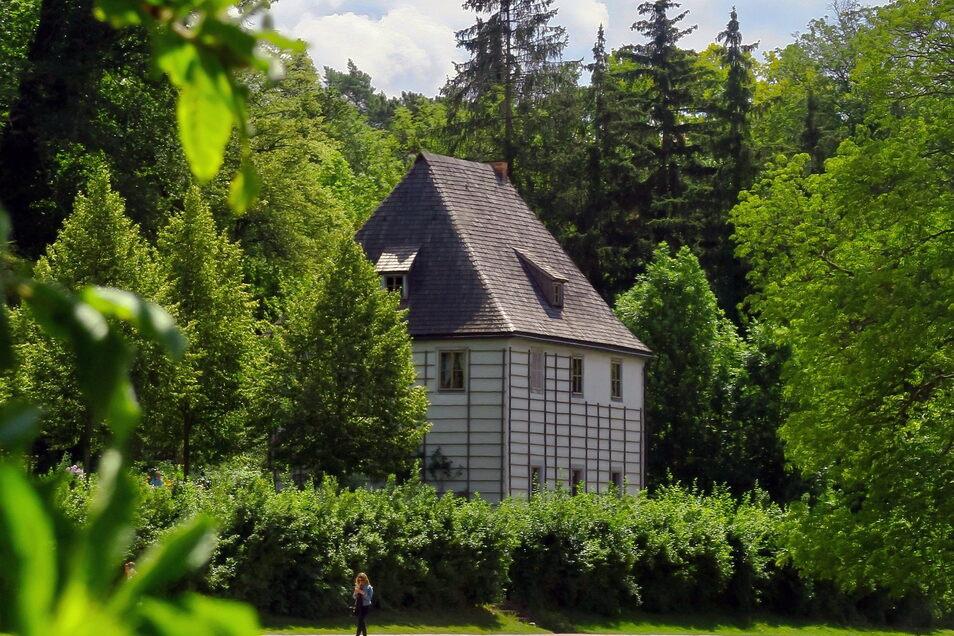 Johann Wolfgang von Goethe gestaltete den Landschaftspark an der Ilm mit - dort befindet sich auch sein Gartenhaus.