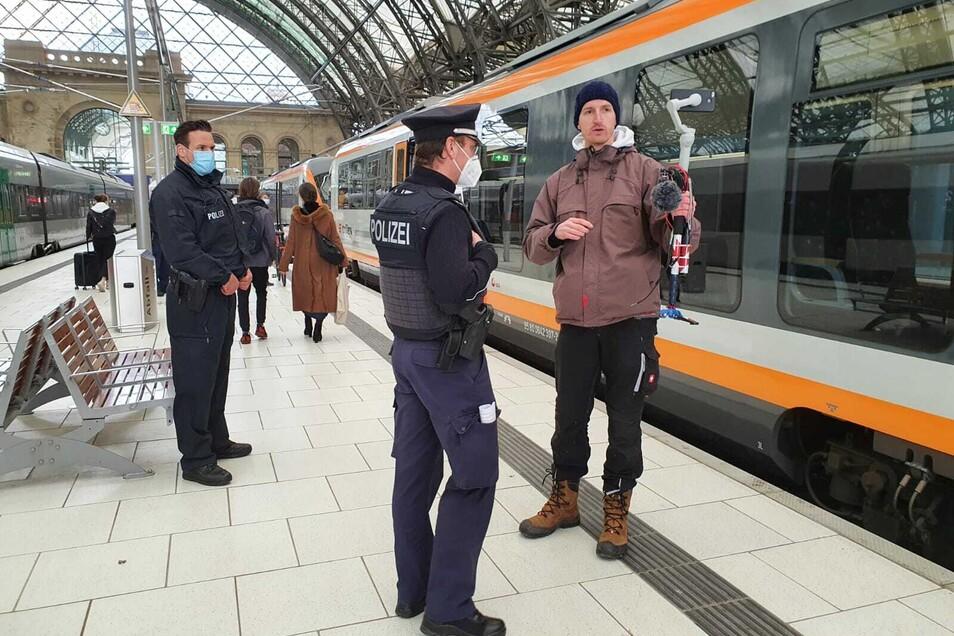 """""""Querdenken""""-Anmelder Marcus Fuchs ist wie angekündigt auch in Dresden unterwegs."""