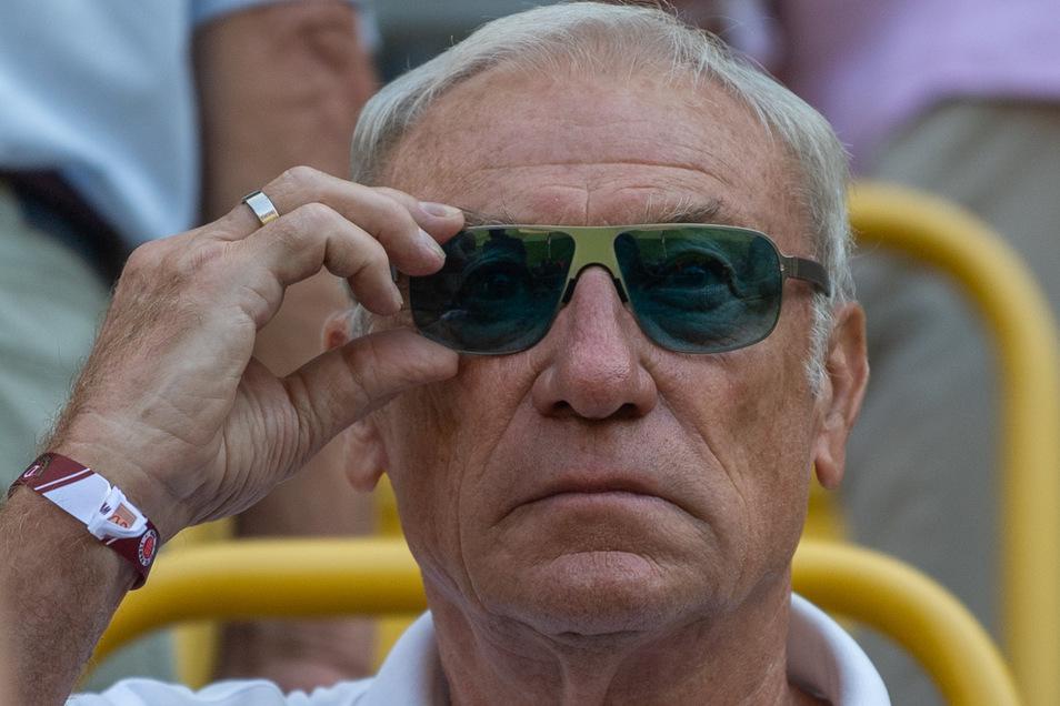 Der frühere Dynamo-Trainer Eduard Geyer war von vornherein dagegen, die Saison mit Geisterspielen fortzusetzen. Nun sieht er einen Wettbewerbsnachteil für seinen Heimatverein.