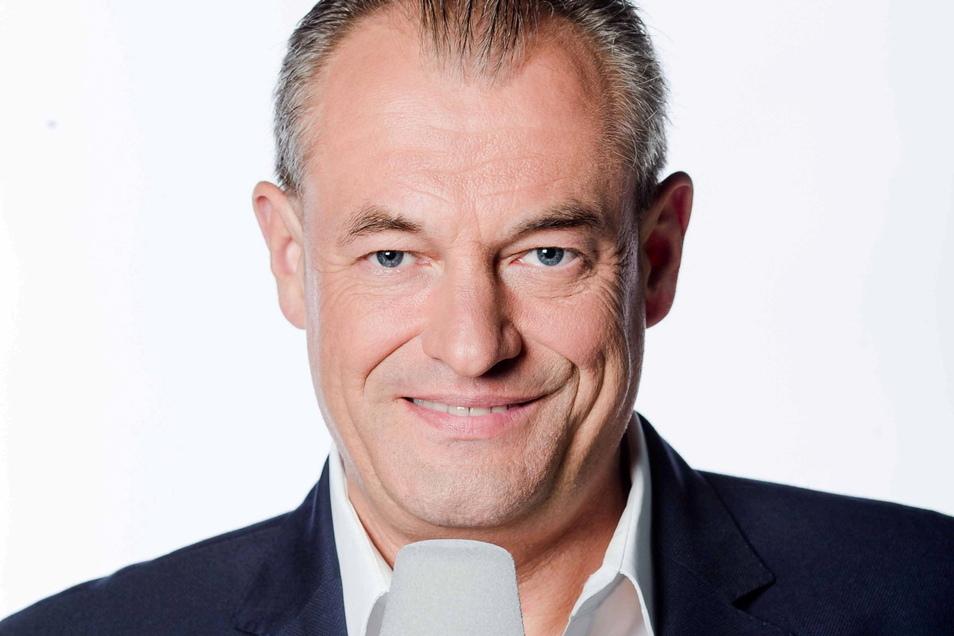 Markus Höhner kommentiert die Samstagabendspiele auf Sport1.