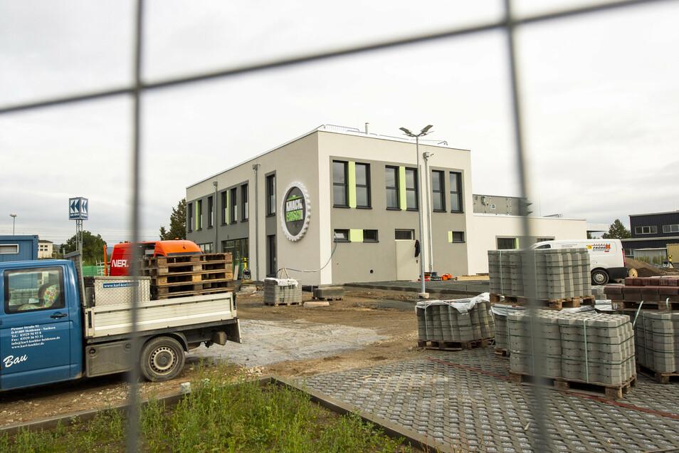 """""""Knack Frisch""""-Baustelle im Gewerbegebiet """"An der Elbe"""": Im November soll ein zweimonatiger Probebetrieb beginnen."""