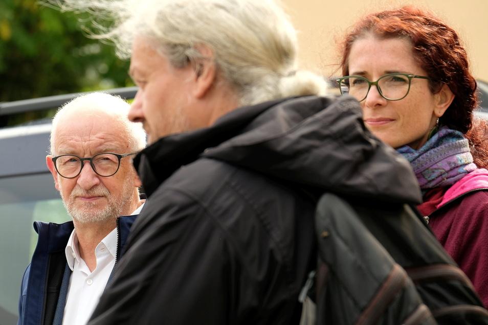 Gerhard Liebscher (links) im Gespräch mit Eckart Sauter. Dazwischen Karin Beese, die Direktkandidatin von Bündnis 90/Grünen. Sie hat die Verbindung schon als Kind genutzt.