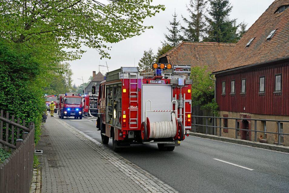 Am späten Sonnabendnachmittag müssen die Rettungskräfte zu einem Brand nach Ebersbach ausrücken.
