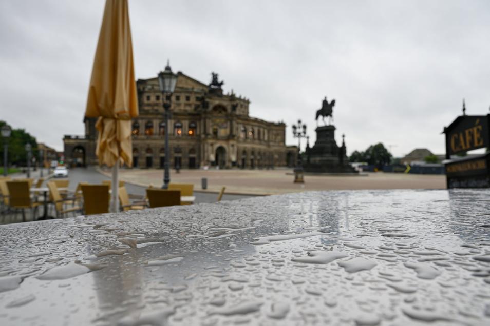 Nass, nass, nass: Dresdner werden den Sommer 2021 kühl und regnerisch in Erinnerung behalten. Bis Mitte nächster Woche soll es regnen.