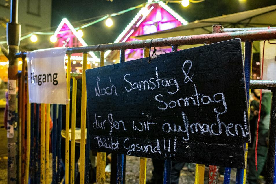 Die Winterhütte in der Neustadt muss sich den neuen Regeln fügen. Nach zwei Wochen ist vorerst Schluss.