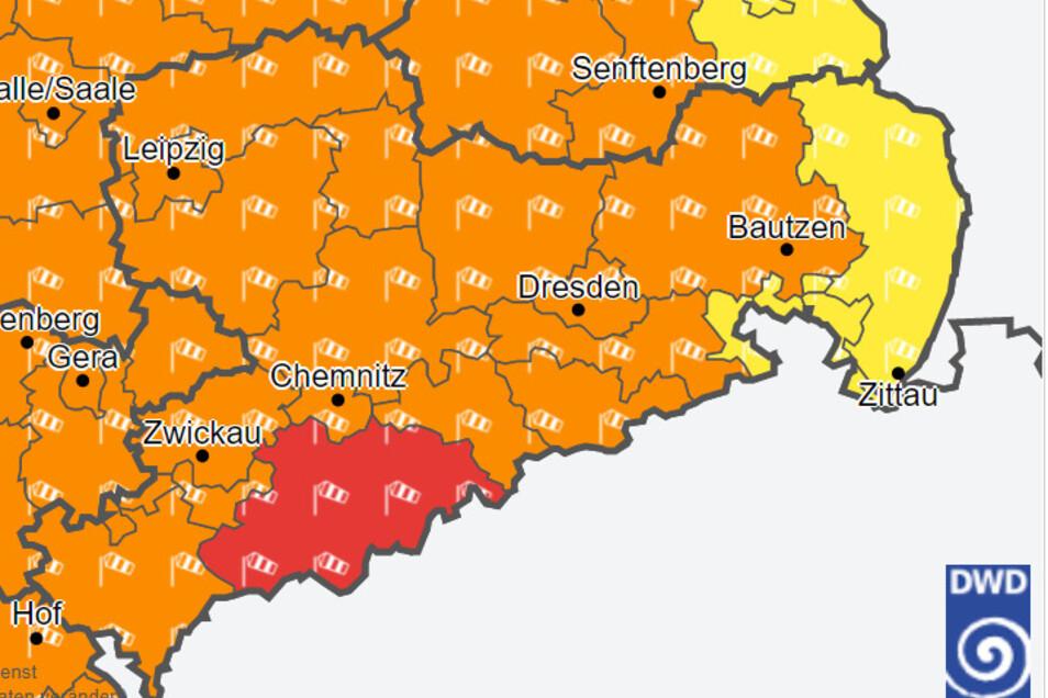 In vielen Kreisen Sachsens gelten Sturm-Warnungen des Deutschen Wetterdienstes (DWD). Stand: 13.45 Uhr