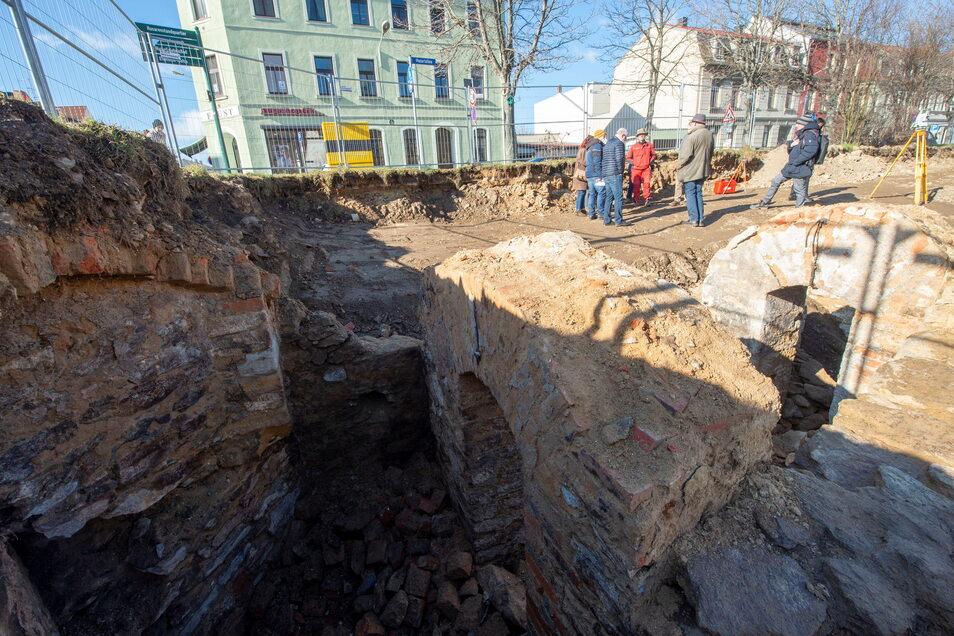 Die archäologischen Ausgrabungen an der Meißner Straße/Ecke Mozartallee in Großenhain legten die mittelalterliche Zwingermauer vor der Stadtmauer frei.