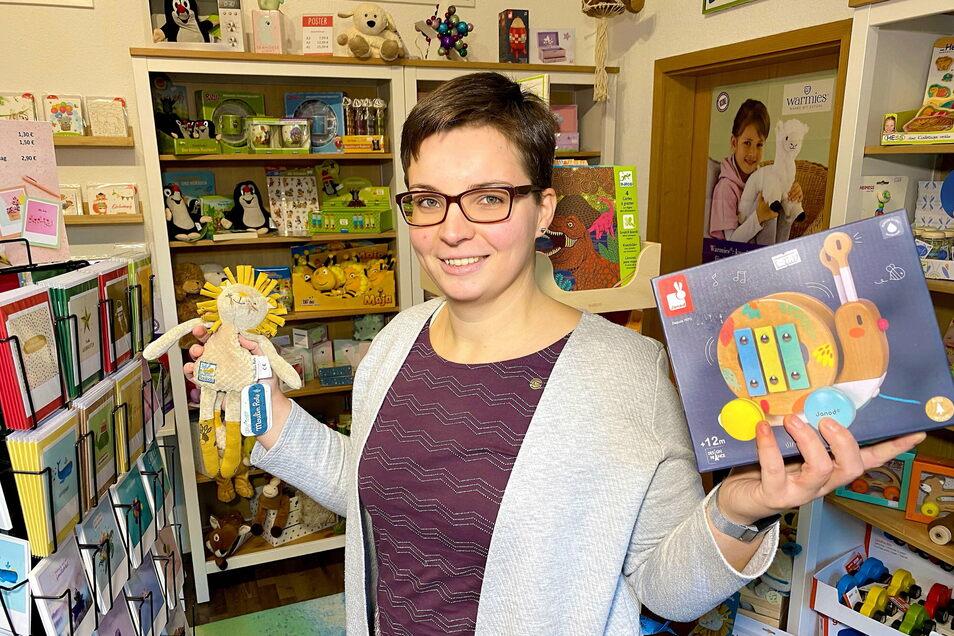 Nicole Schulz in ihrem neu eröffneten Spielzeugladen in der Talstraße 84 in Hainewalde.