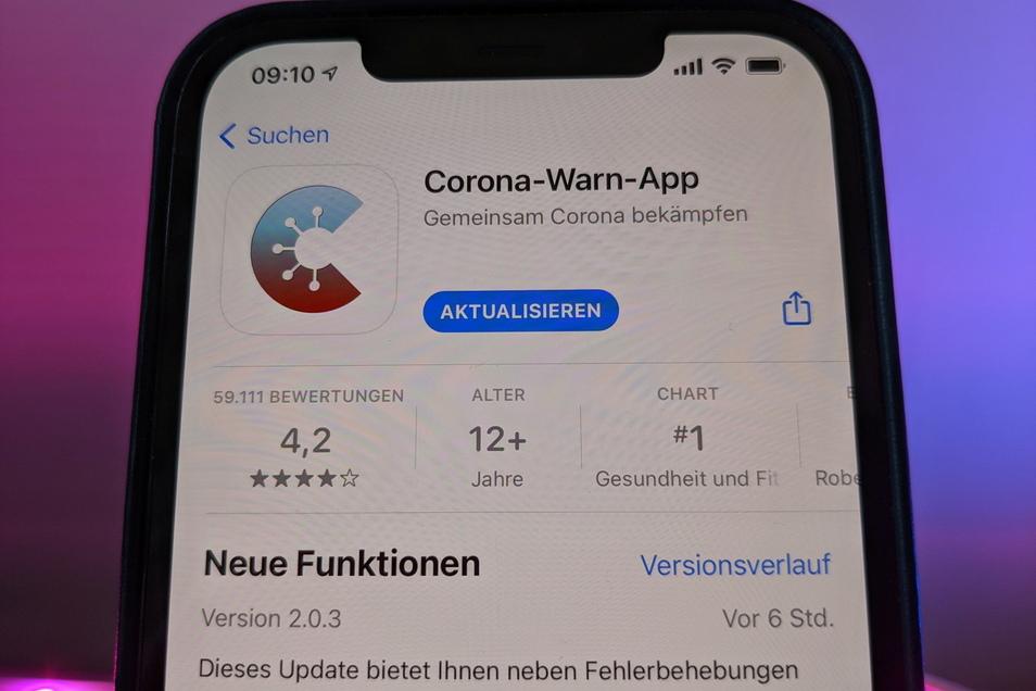 Die Corona-Warn-App des Bundes in der neuen Version 2.0 im App Store von Apple. Mit einer neuen Check-in-Funktion sollen vor allem risikoreiche Begegnungen von Menschen in Innenräumen besser erfasst werden. Im Kreis Meißen gibt es 130 neue Corona-Fälle