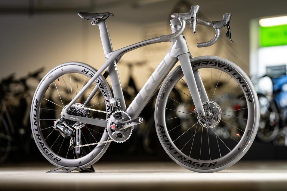 """Das teuerste Modell in der Freitaler Filiale der K & K Bike GmbH ist das """"Trek Madone SLR7 eTap"""" mit Karbonrahmen. Es kostet 9.799 Euro."""