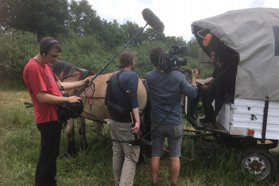 Ein Team von Spiegel TV drehte für VOX eine Doku über die Abreise der Schneiders.