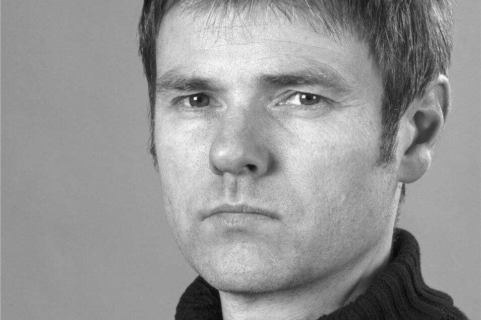 Bertram Kober wurde 1961 in Leipzig geboren. Bis 1990 studierte er an der HGB in Leipzig. Seit dem arbeitet er als freier Fotograf in Berlin und Leipzig.