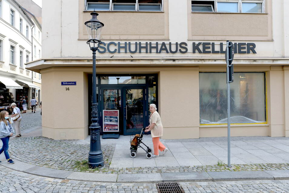 """Am Mittwoch ist große Eröffnung vom """"Schuhhaus Kellner"""" am Rathausplatz."""