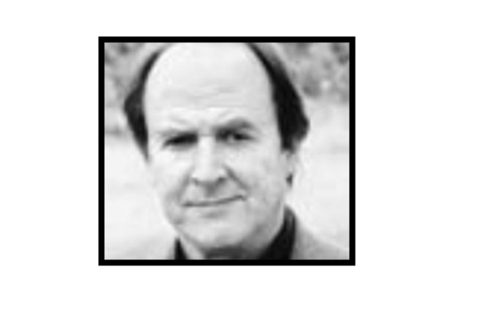 Peter Fanger auf einer Archivaufnahme: Von 1993 bis 2006 war der Dirigent bei der Elbland Philharmonie tätig und prägte deren Arbeit. Jetzt ist er 74-jährig gestorben.