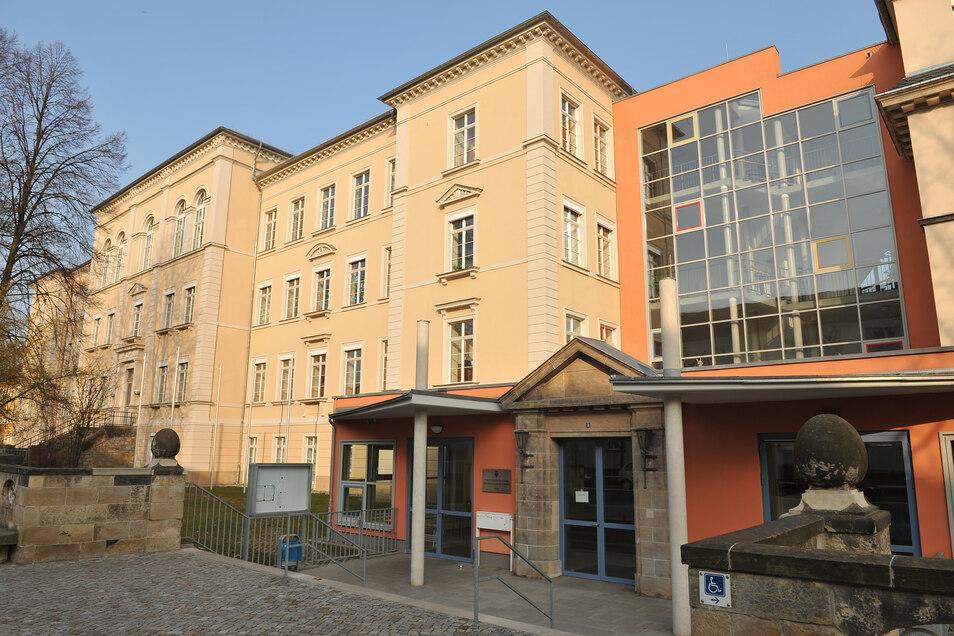 Schiller-Gymnasium in Pirna: Die zwölften Klassen müssen bis Mitte September zuhause lernen.
