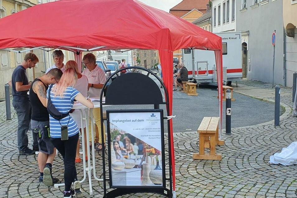 Zum Tippelmarkt gab es vor zwei Wochen ein mobiles Impfangebot, vorige Woche wurde im Klinikum, auf dem Marienplatz, im Tierpark geimpft, und diesen Sonnabend im Stadthallengarten.