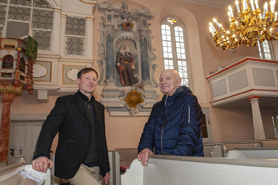 Pfarrer Sebastian Zehme und Werner Geißler haben viel über Gottlob Adolf Graf von Beichlingen erfahren.