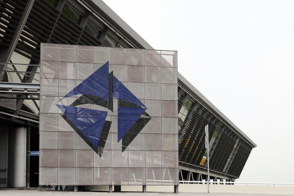 Im Sommer wurde der Flughafen Leipzig/Halle als künftiger Hauptsitz der Agentur verkündet. Weil das dortige Gelände noch vorbereitet werden muss, soll die Agentur übergangsweise in die Innenstadt von Halle ziehen.