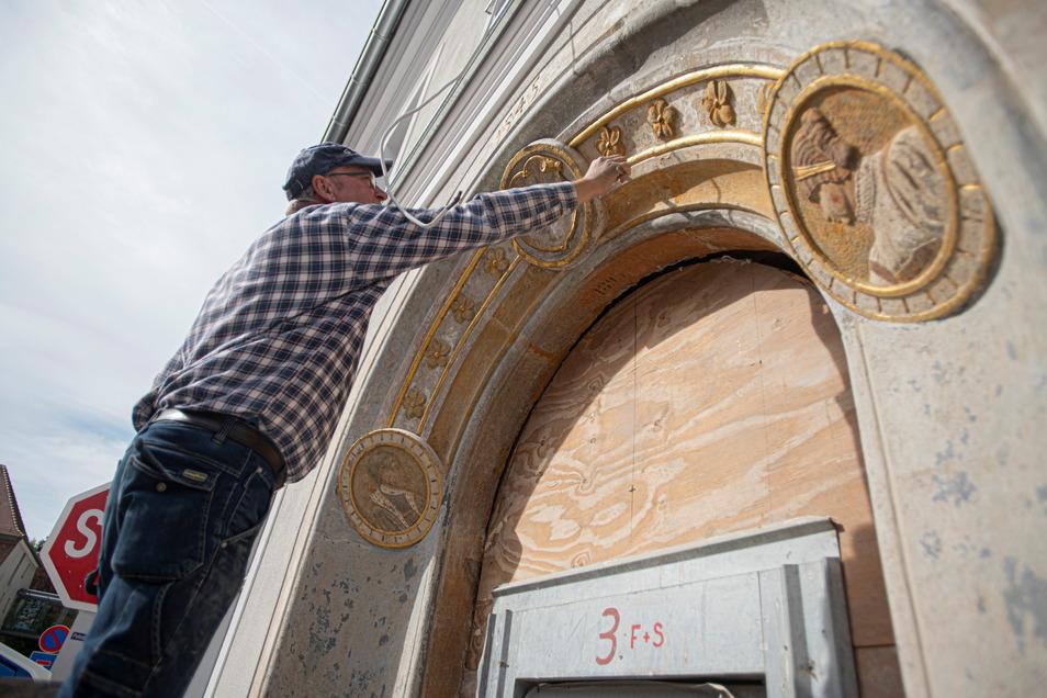Das Renaissance-Portal am Eingang der alten Posthalterei wird wieder hergerichtet.