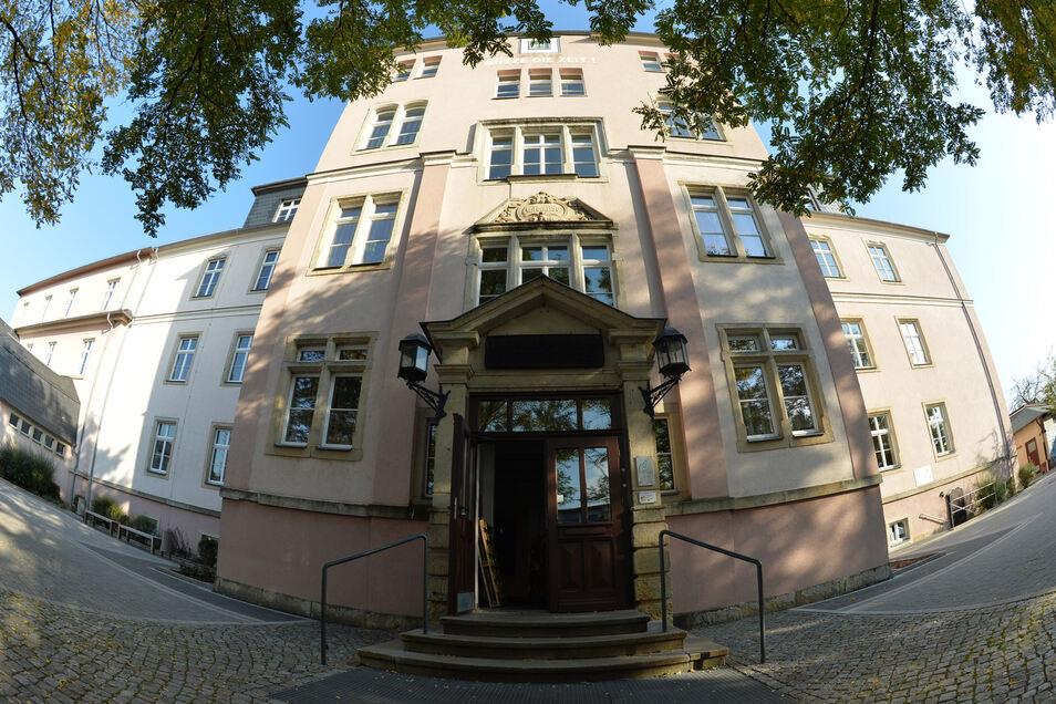 Die weiterführenden Schulen in Coswig (im Foto: Leonhard-Frank-Oberschule) nehmen jetzt die Anmeldungen für das Schuljahr 2021/22 entgegen.