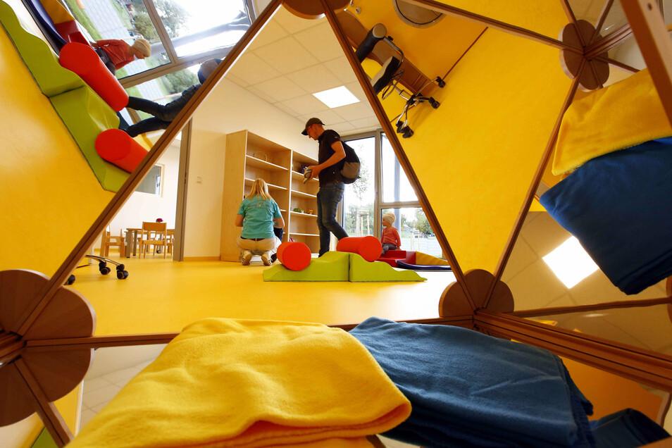 In der neuen Kita gibt es vielfältige Beschäftigungsmöglichkeiten; zum Beispiel können die Kinder auch Buden bauen.