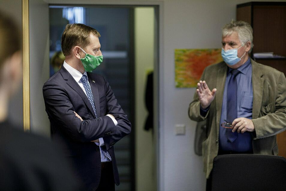 Am Montagabend besuchte Michael Kretschmer das Görlitzer Kreisgesundheitsamt, um von Landrat Bernd Lange zu erfahren, welche Probleme im Coronaalltag bestehen.