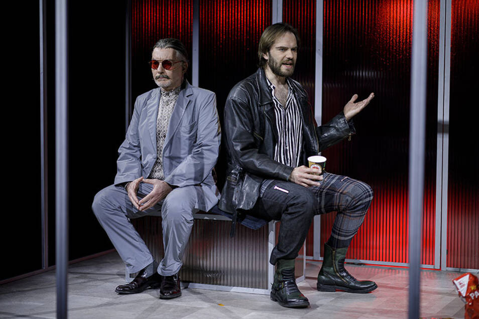 """Tilo Werner (l.) und Philipp Scholz sind zwei der drei Darsteller in dem Stück """"Warte nicht auf den Marlboro-Mann""""."""