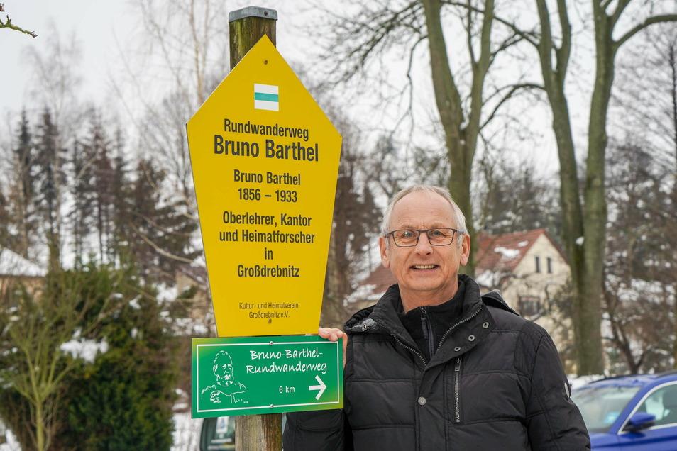 Bernd Philipp, Vorsitzender des Kultur- und Heimatvereins Großdrebnitz, freut sich über 600 Euro von der Kreissparkasse für den Bruno-Barthel-Rundwanderweg.