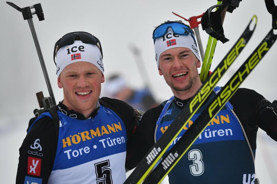 Die Norweger haben kein Nachwuchsproblem: In Oberhof jubeln die beiden 23-jährigen Sturla Holm Laegreid (r.) und Johannes Dale.