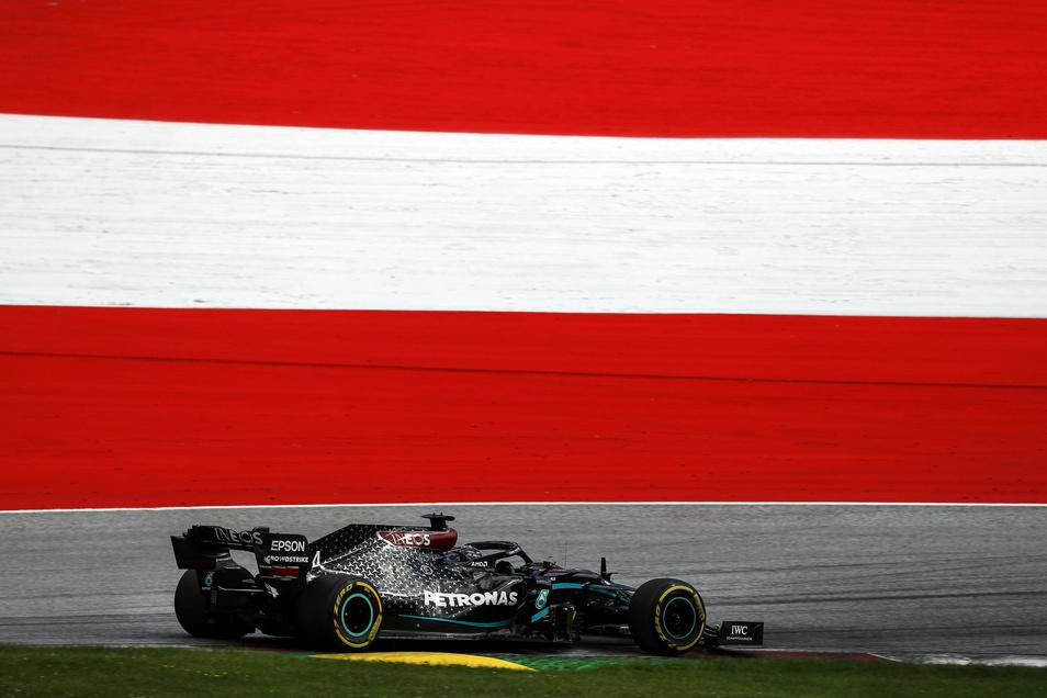:Lewis Hamilton vom Team Mercedes holt den Sieg.