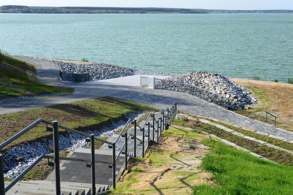 Sedlitzer See, der Strand bei Lieske – hier im Bild zu sehen ist die neu entstandenen Anlegestelle für das Fahrgastschiff.