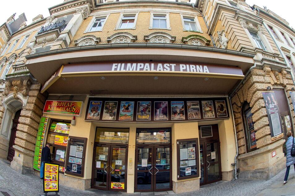 """Der Filmpalast in der Gartenstraße in Pirna hofft auf zahlreiche James-Bond-Fans. Ab Donnerstag kommt der neue Agenten-Thriller """"Keine Zeit zu sterben"""" in die Kinos."""