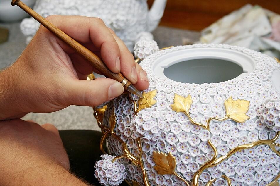 Filigranes Kunsthandwerk mit Tradition. Die Staatliche Porzellanmanufaktur lädt zu Besichtigungen ein.