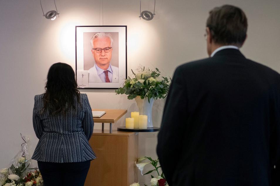 Der Mediziner war in der Schlosspark-Klinik in Berlin bei einem öffentlichen Vortrag von einem Mann tödlich verletzt worden.