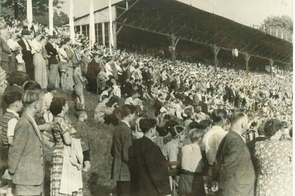 So voll war es bei der Einweihung in Löbaus Stadion im August 1950.